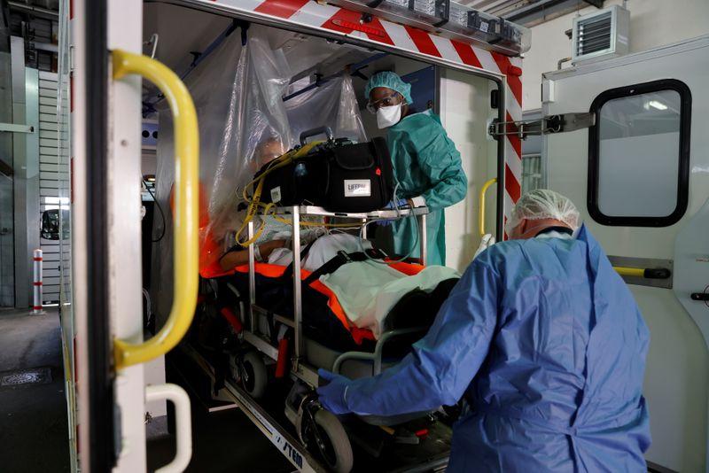 France: Le pari manqué du transfert de patients pour la 3e vague