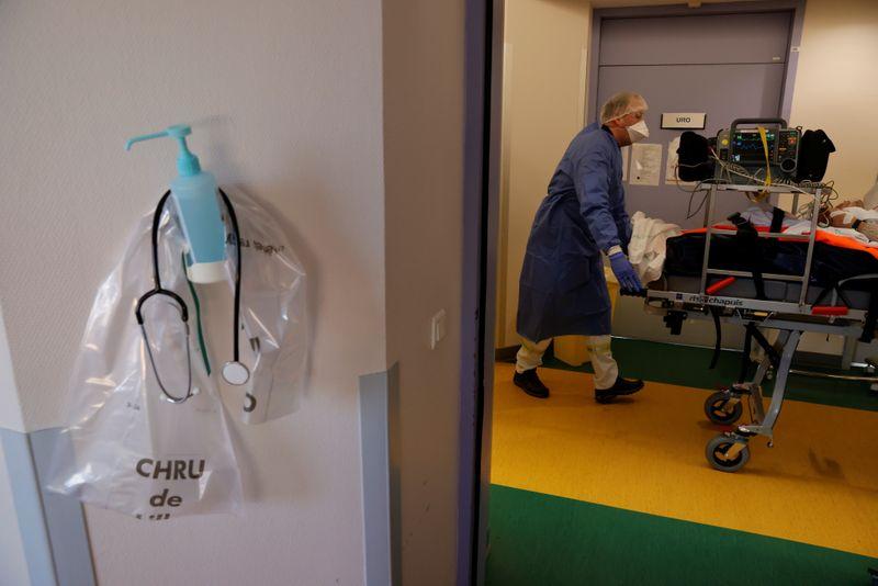 France: Le nombre de malades du COVID-19 en soins critiques monte encore