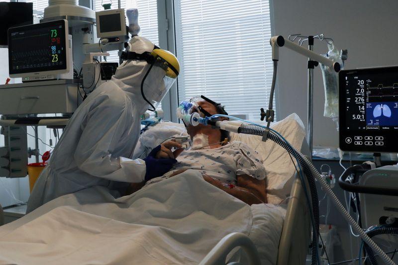 Coronavirus: La France recense 5.838 patients en soins critiques