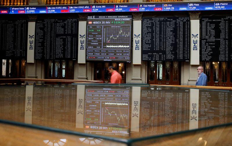 Bolsa española cierra en negativo a la espera de resultados corporativos