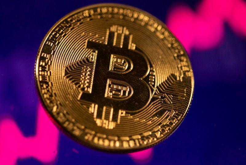 Le bitcoin touche un sommet à la veille de l'IPO de Coinbase