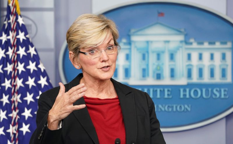 U.S. energy secretary says state incentives could boost clean energy standard
