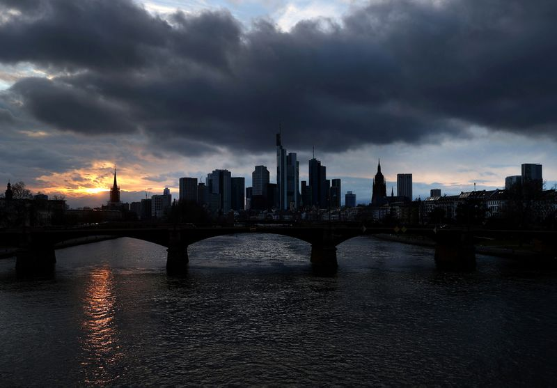 German economy probably shrank 1.8% in first quarter due to lockdown, institutes say