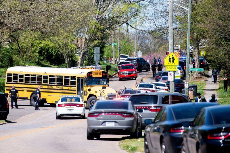 Investigadores descobrem que policial ferido no Tennessee não foi alvo de arma de aluno
