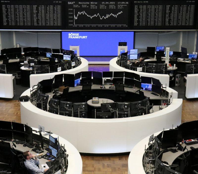 Índice de ações europeu fecha em máxima recorde a reboque de balanços e rali em metais