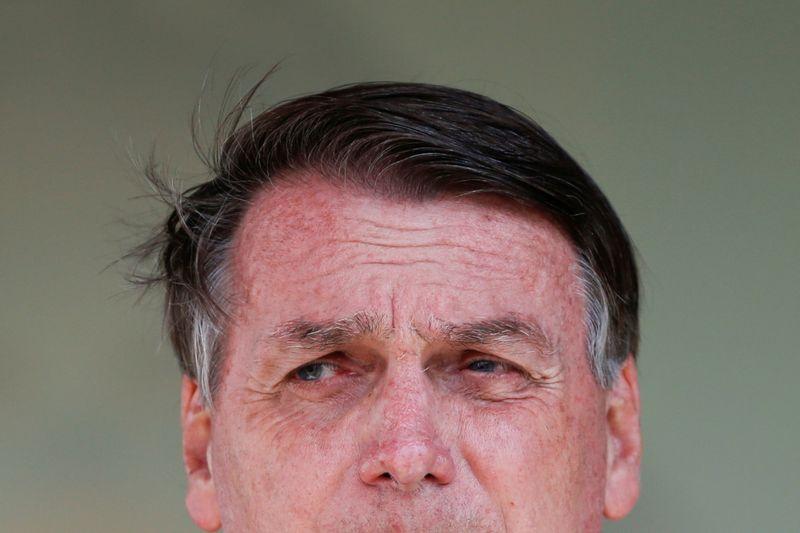 Só Deus me tira da cadeira presidencial, diz Bolsonaro