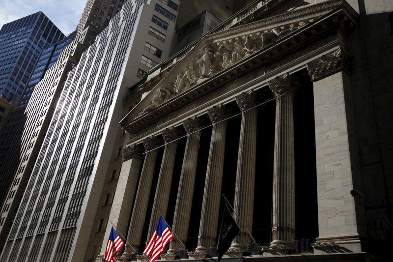 Wall Street termine en hausse, records pour le S&P 500 et le Dow Jones