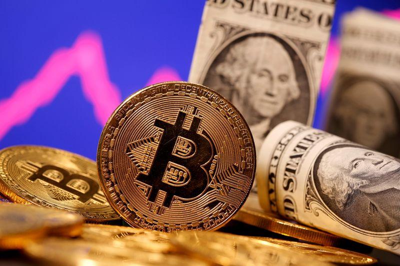 Bitcoin falls 7.7% to $55,408