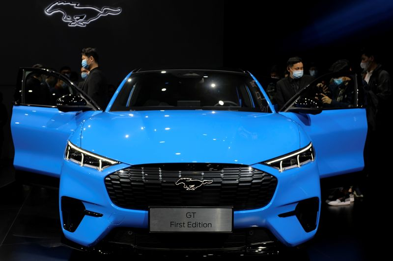 Analysis-China's green car credit scheme turns up heat on carbon-emitters