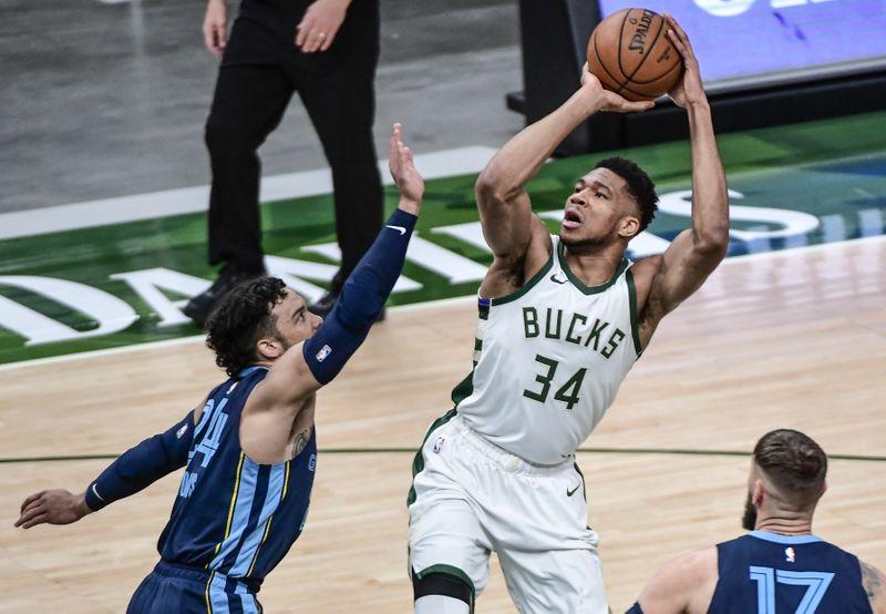 Suns visit Bucks in matchup of top-tier teams