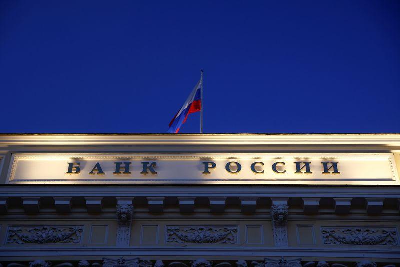 Банки РФ привлекли у ЦБР на годовом аукционе репо 1,16 млрд р при лимите 100 млрд р