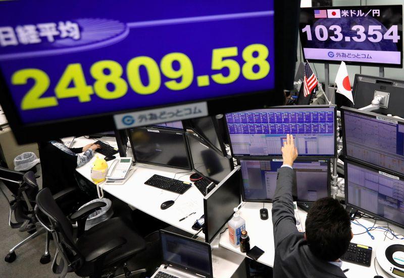 Индексы Японии упали в ожидании новых локдаунов