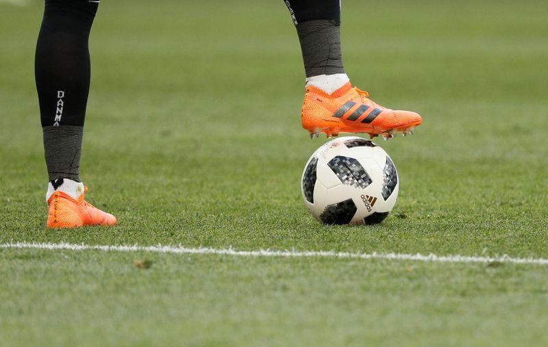 Football: Paris compte promouvoir une législation européenne pour garantir le financement des petits clubs, dit Beaune
