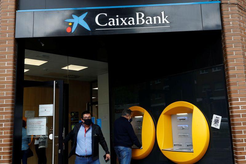 Caixabank prévoit la suppression de plus de 8.000 postes en Espagne