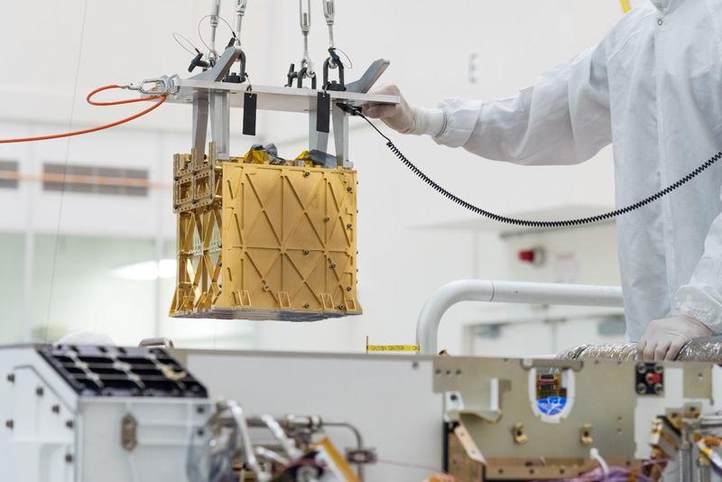 火星で初の酸素生成、米探査車が大気中の二酸化炭素から