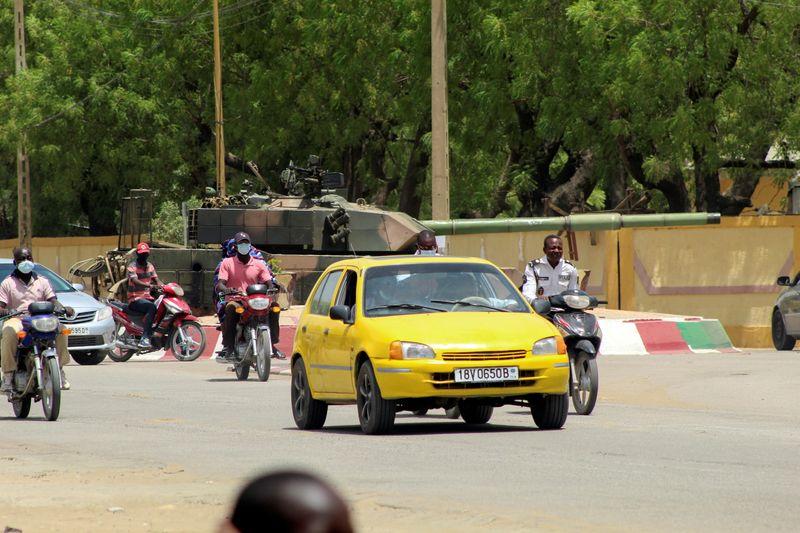 La priorité au Tchad est de sécuriser la situation, dit Le Drian