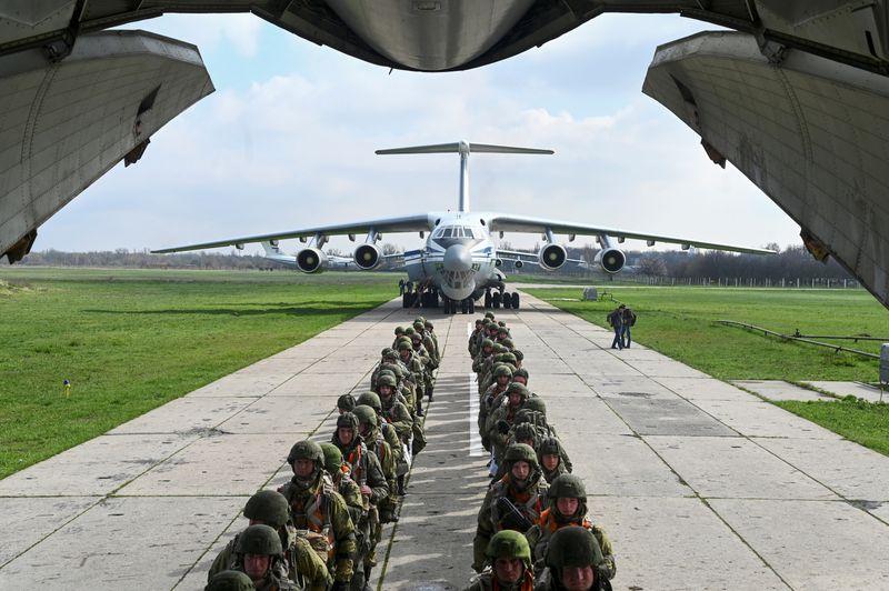 Украина приветствует решение РФ об отводе войск от границы -- Зеленский