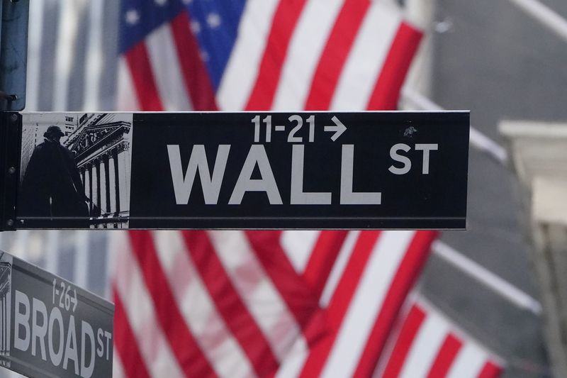 S&P 500, Dow Jones снижаются на фоне роста заболеваемости COVID-19, падения продаж жилья