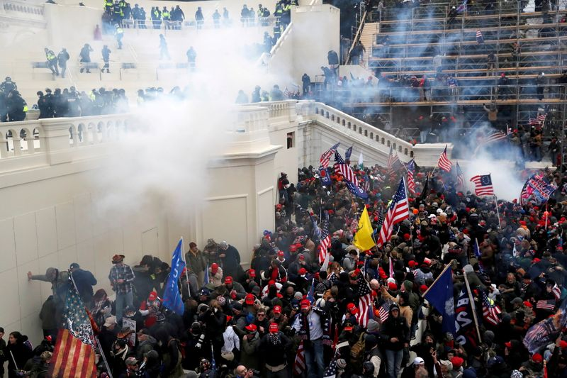 Prosecutors expect at least 100 more arrests for U.S. Capitol riot