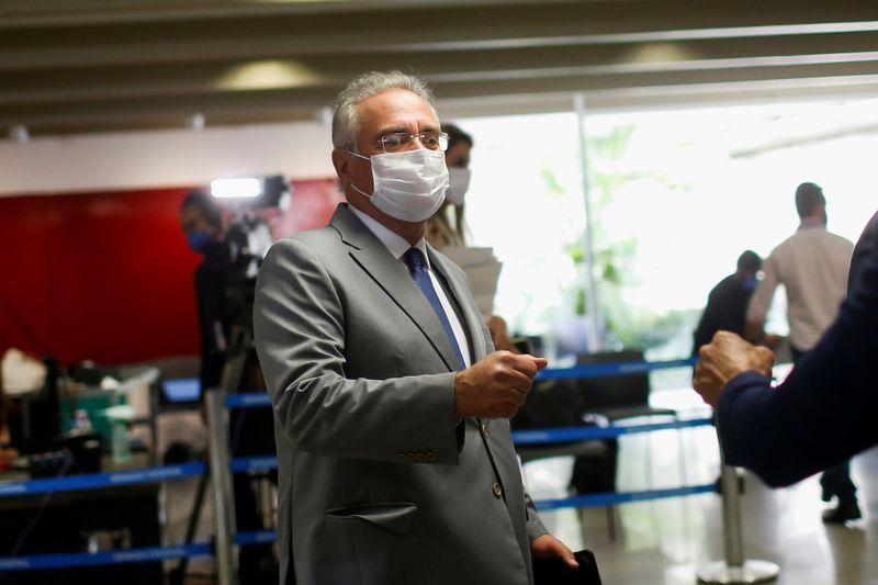Tragédia da Covid no Brasil poderia ter sido atenuada por ações adequadas, diz Renan