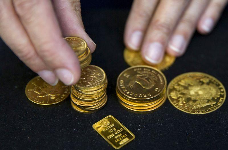 Цена на золото на недельном минимуме из-за роста доходности госбондов США
