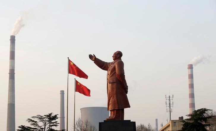 Китайские акции завершили неделю в минусе после слабых данных