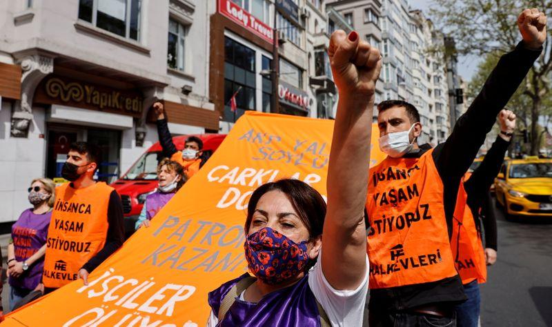 Turquie: Plus de 200 interpellations lors de défilés du 1er mai