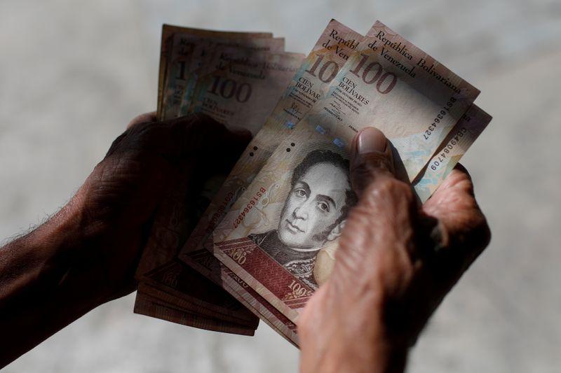 Venezuela raises minimum wage in fourth year of hyperinflation thumbnail