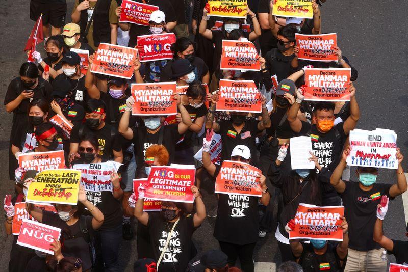 Importantes manifestations en Birmanie, au moins sept morts