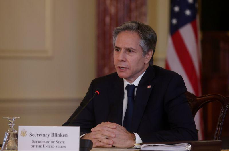 Blinken dice que China actúa de forma
