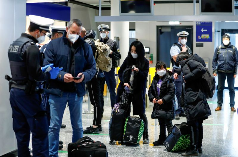 EU executive recommends opening Europe to foreign travellers