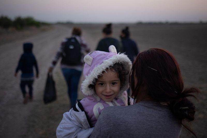 USA: Biden va commencer à réunir les familles de migrants séparées par la politique frontalière de Trump