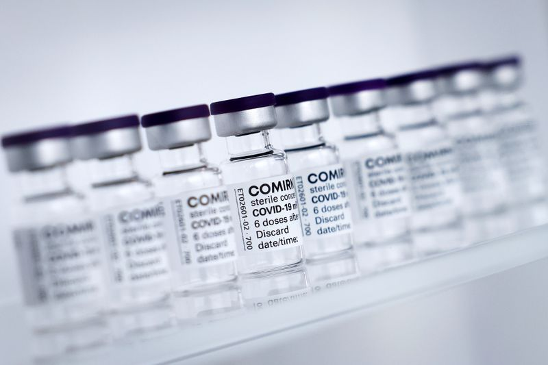 Saúde determina intervalo de 12 semanas para vacina da Pfizer; bula recomenda 21 dias
