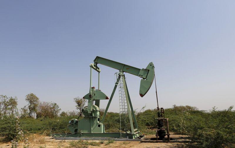 Importaciones de petróleo de India en marzo suben, pero preocupaciones por consumo se mantienen