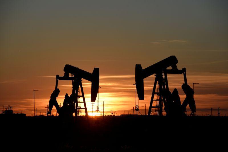 Preços do petróleo sobem quase 2% com possível aumento de viagens apesar da pandemia
