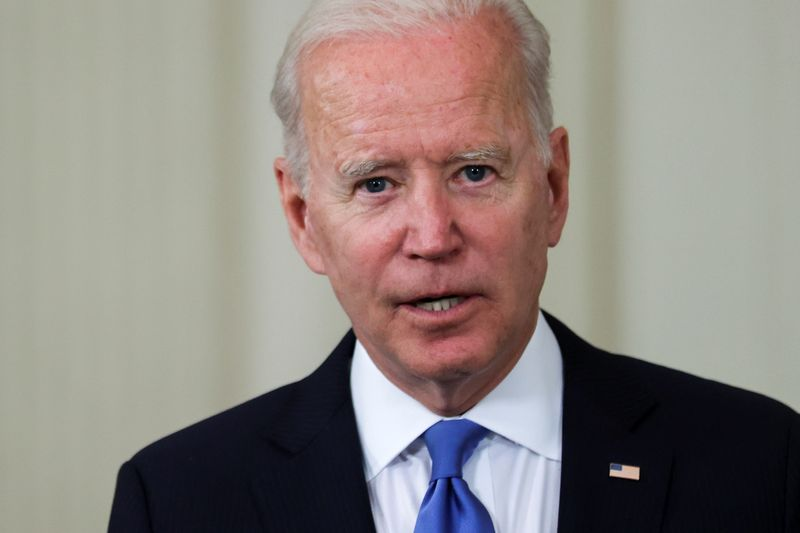 Vaccins contre le coronavirus: Biden soutient la levée des brevets, la France favorable