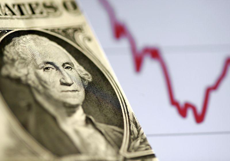 Dólar baja por mayor apetito por el riesgo y a la espera de datos de empleo en EEUU