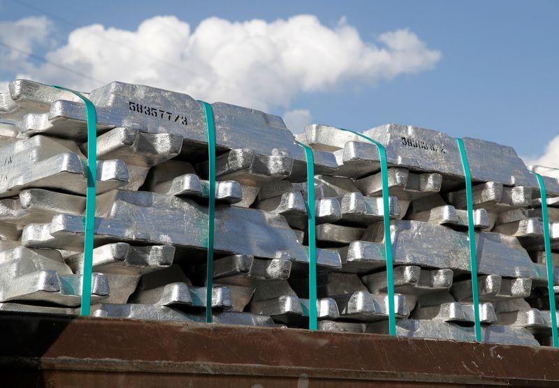 METALES BÁSICOS-Aluminio amplía avance ante tensión China-Australia, cobre sube