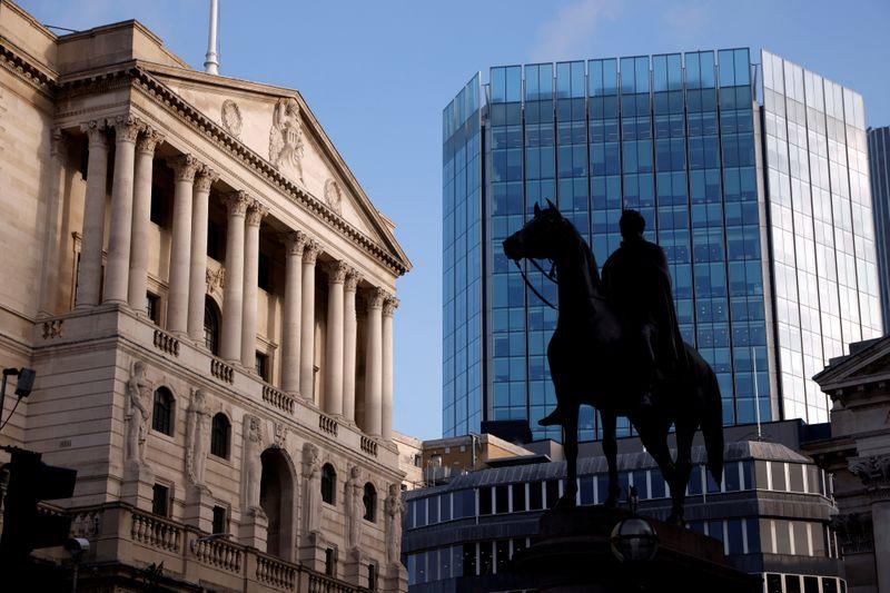 El Banco de Inglaterra anticipa un mayor crecimiento y frena la compra de bonos