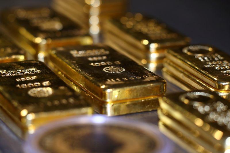 الذهب يتجه لتحقيق أفضل أسبوعي في 6 أشهر بدعم نزول الدولار وعوائد السندات