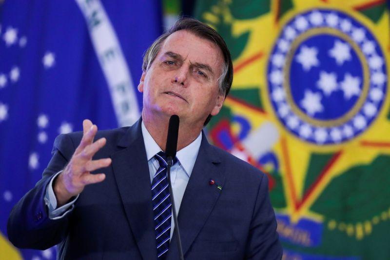 Preferimos morrer lutando do que perecer em casa, diz Bolsonaro