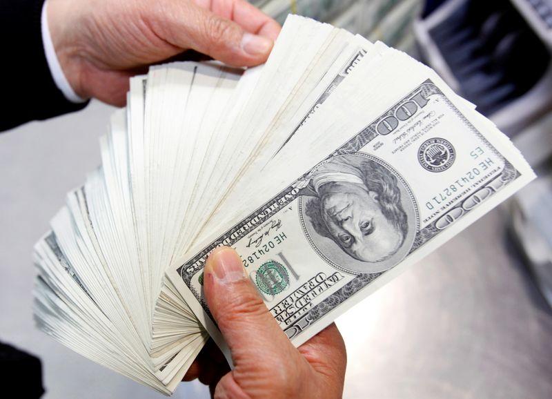 Dólar fecha em queda de 0,97%, a R$5,2276