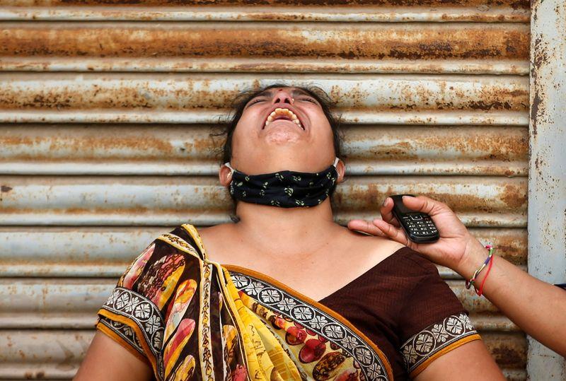 Estados indios imponen bloqueos más estrictos cuando las muertes por COVID alcanzan un récord