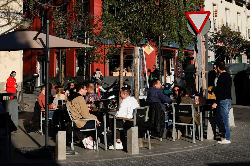 Spain's Sanchez renews call for debt mutualisation - newspaper