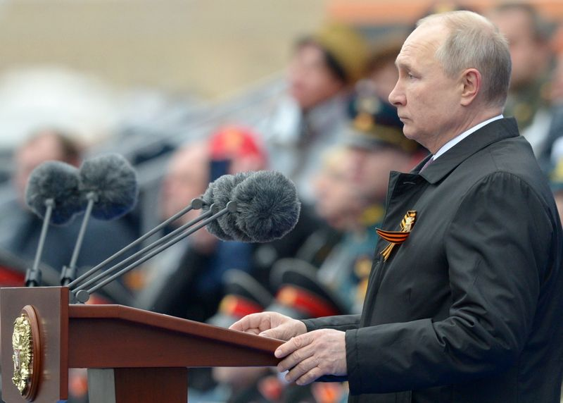 ロシアで戦勝記念軍事パレード、プーチン氏「国益を断固守る」