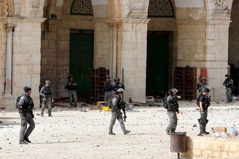 Palestinians and Israeli police clash at al-Aqsa mosque, over 300 hurt