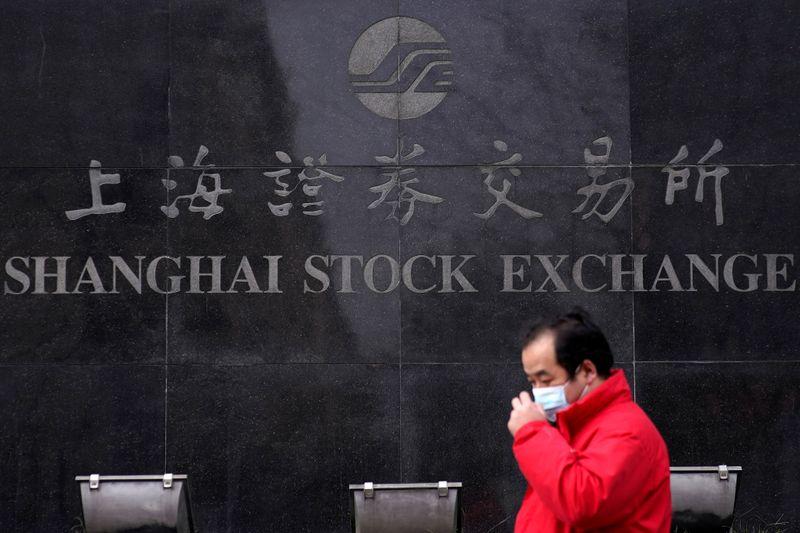Borsa Shanghai, debolezza settore tech annulla guadagni titoli energia e health