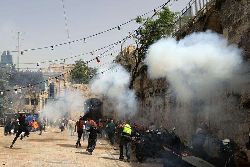 Après les violences à Jérusalem, le Hamas tire sur Israël, qui riposte