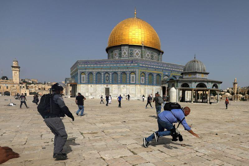 イスラエル軍がガザ空爆、ロケット弾発射受け報復 20人死亡