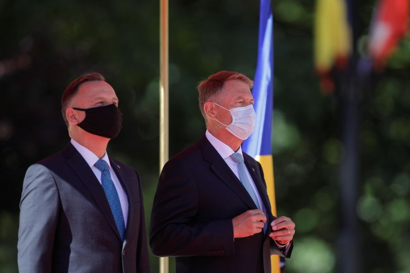 L'OTAN doit renforcer sa défense sur le flanc est de l'Europe, dit président roumain